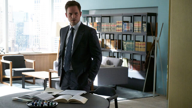 File:Mike Ross (7x03 Promotional).jpg