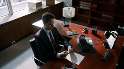 Mike's Office (3x01)