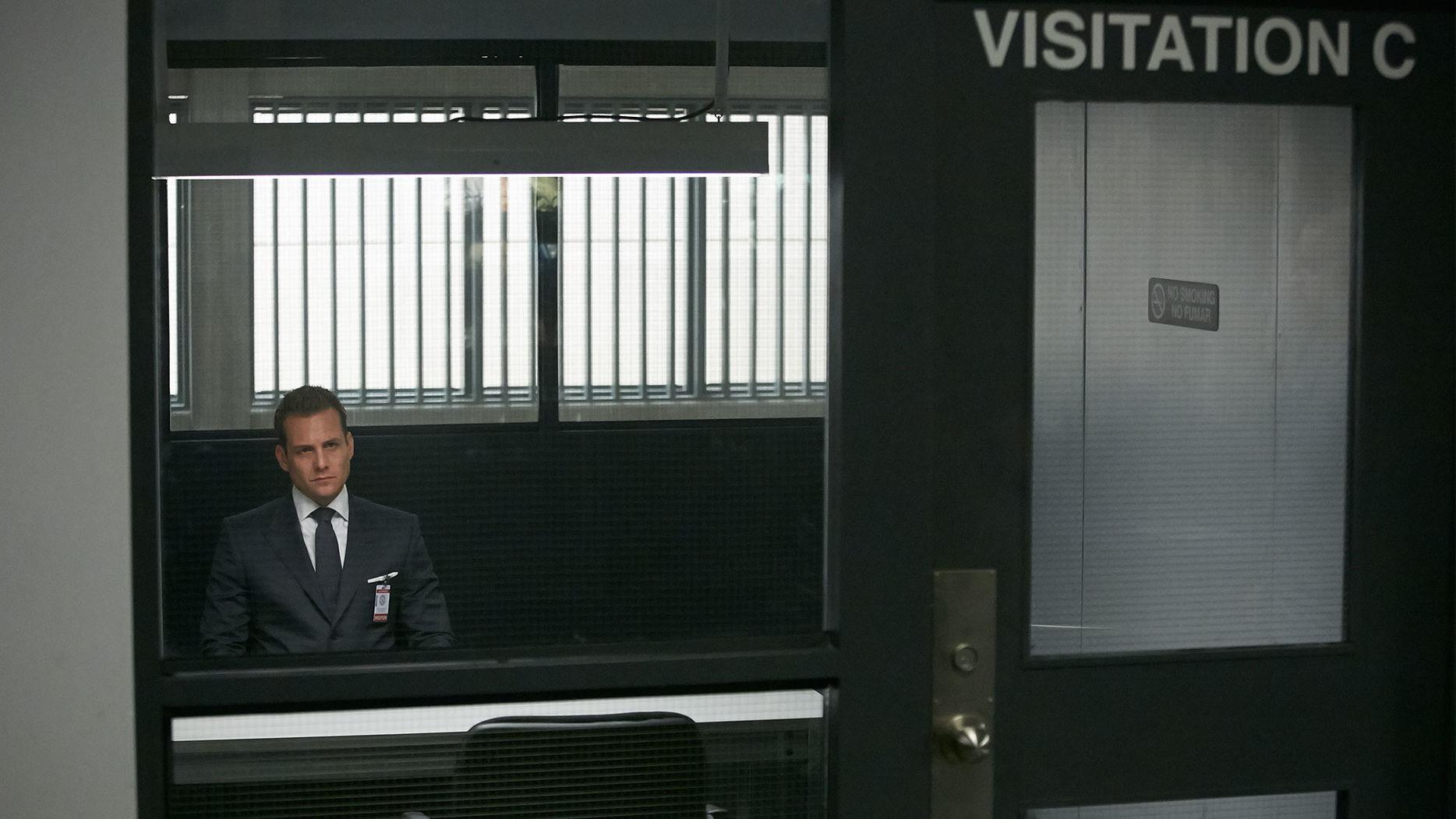 File:S06E05Promo17 - Harvey.jpg