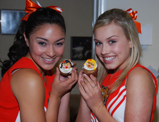 File:Gracie-cupcakes-8-two.jpg