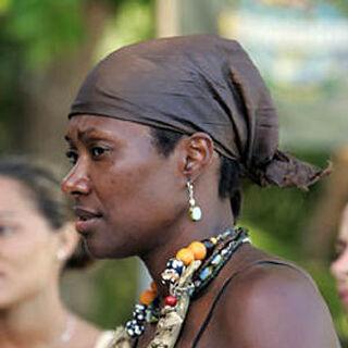 Jolanda wearing the necklace (<i>Palau</i>).