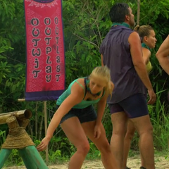 Kelley grabs the Hidden Immunity Idol at the <a href=