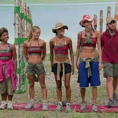 The final 5 at their Immunity Challenge.