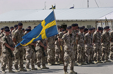 File:Swedish ISAF soldiers with banner.png