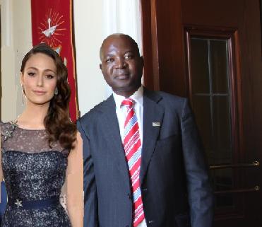 File:Queen Helene and Vincent Ndengu 11 Nov 13.png
