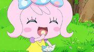 Candy pakupaku eating
