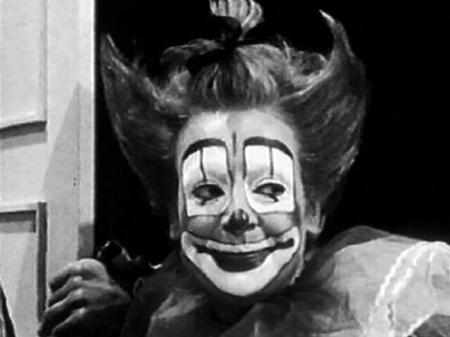 File:ClaraClown-at-door.jpg