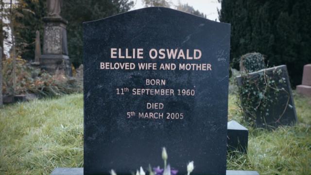 File:Ellie Oswald grave.jpg