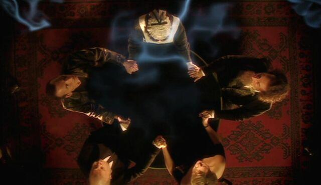 File:Gwyneth's seance (TUD).jpg