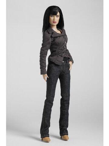 File:Tonner 17 tall Gwen Cooper.jpg