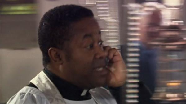 File:Vicar close up The Runaway Bride.jpg