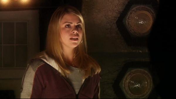File:Rose enters the TARDIS.jpg