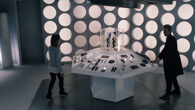 File:TARDIS (Hell Bent) 2.jpg