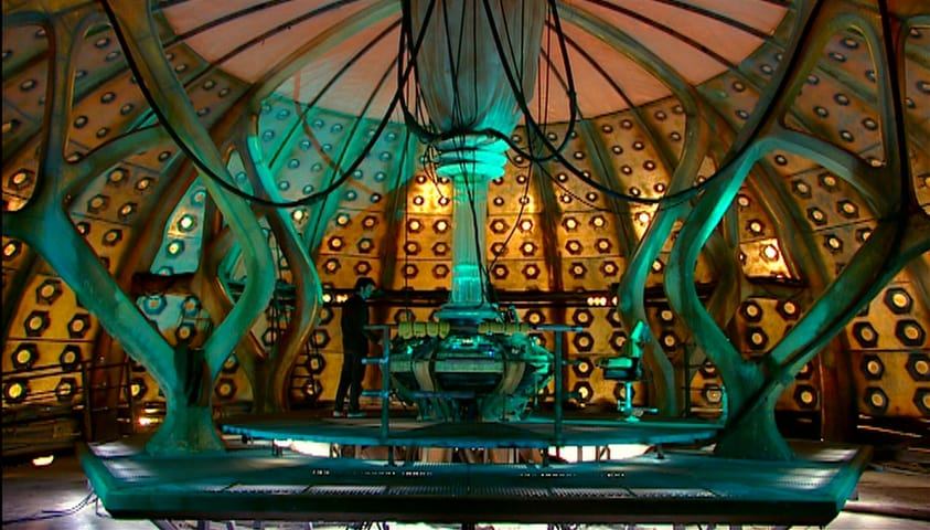 File:Ninth Tenth Doctor control room.jpg
