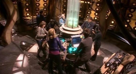 File:TARDIS fully manned.jpg