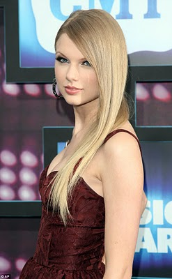 File:Taylor Swift country at music awards with straight hair.jpg