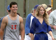 Taylor-Lautner-and-Taylor-Swift