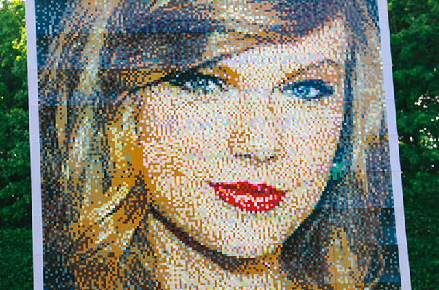 File:Taylor Swift Legos.jpg
