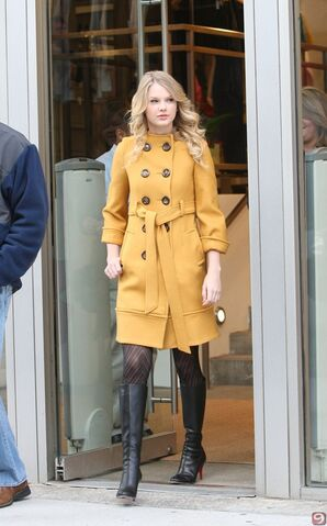 File:Taylor-Swift-Stiletto-Heeled-Boots 3.jpg