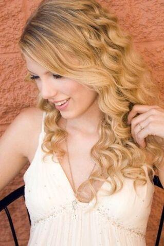 File:Taylor Swift (37).jpg