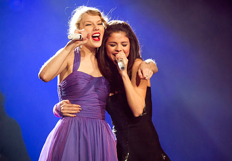 File:1322056958 taylor-swift-selena-gomez-467.jpg