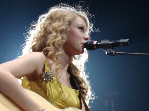 File:Taylor Swift Live.jpg