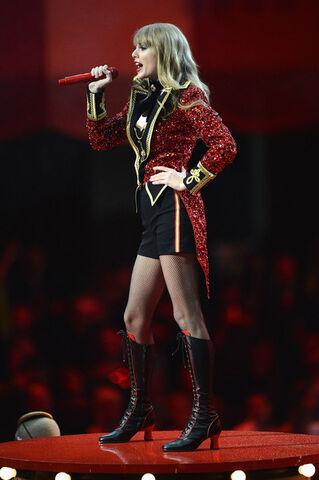 File:Taylor+Swift+MTV+EMA+2012+Show+hqyAuJ9SX7sl.jpg
