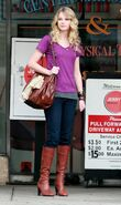 Taylor Swift Outside Jerry20s Deli in LA 444 122 961lo