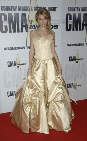 File:Taylor swift 2007 cma 2.jpeg