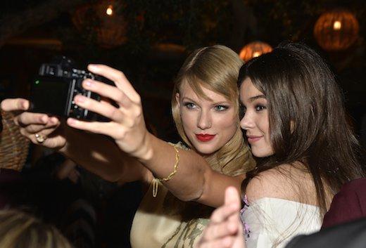 File:Steinfeld-and-Swift-Selfie-Romeo-and-Juliet-Premiere-2013.jpg