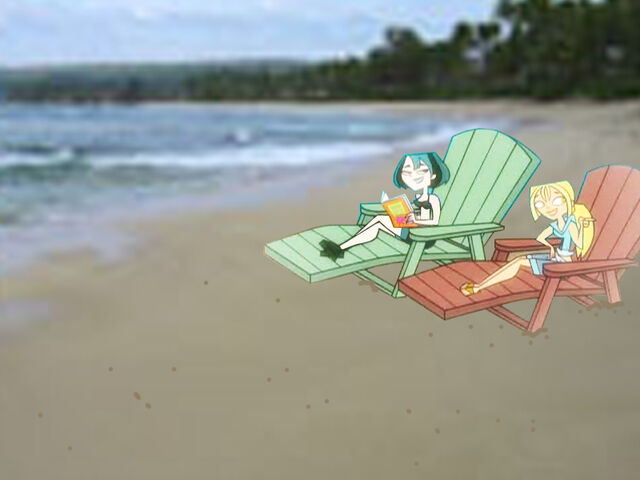 File:Gwen & Bridgette on the Beach.jpg