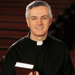 <b>Heo:</b> Priest