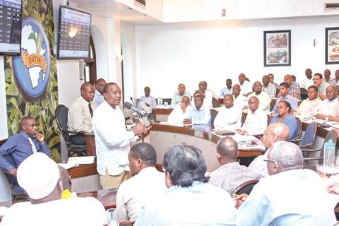 File:President-Uhuru-Kenyatta-addresses-traders-480x320.jpg