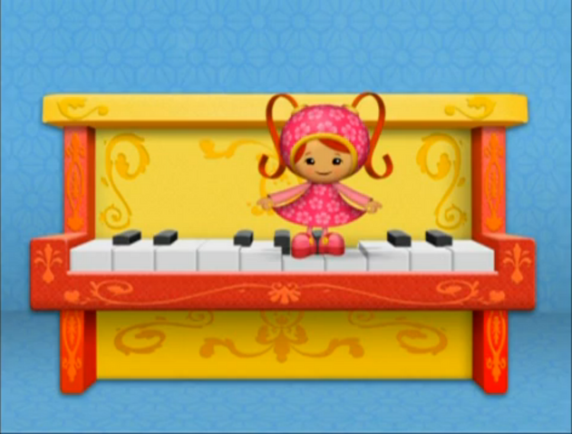 File:Milli and the piano.png