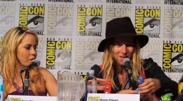 File:Tara Strong & Greg Cipes at SDCC 2016 TTG panel.png