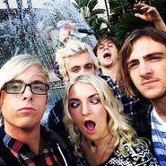 R5-waterfall-selfie