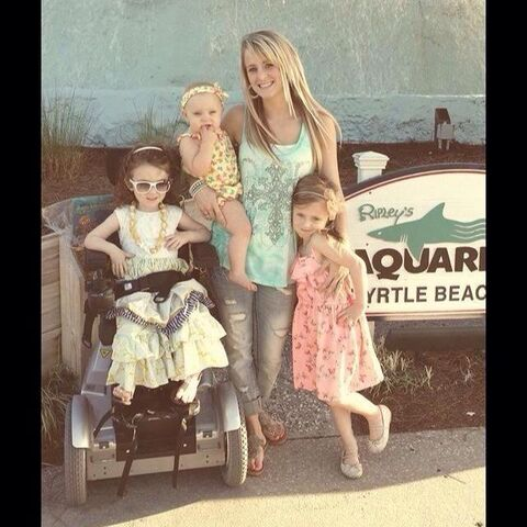 File:Leah & her girls.jpeg