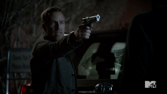 File:Teen Wolf Season 3 Episode 3 Fireflies JR Bourne Chris Argent.png