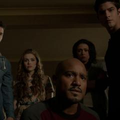 Deaton et les autres examinent Stiles