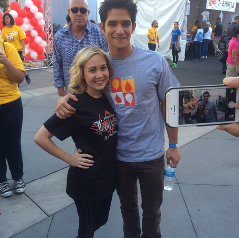 File:Teen Wolf Tyler Posey and fan Sunset Gower Studios Oct 5.png