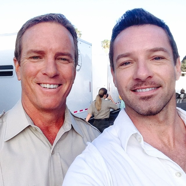 Datei:Teen Wolf Season 4 Behind the Scenes first Sheriff and Peter Hale Scenes June 2.jpg