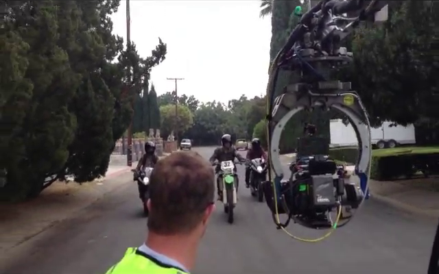 Datei:Teen Wolf Season 3 Scott and Twins Motorcycle Stunt 2 De Celis Place, Northridge.png