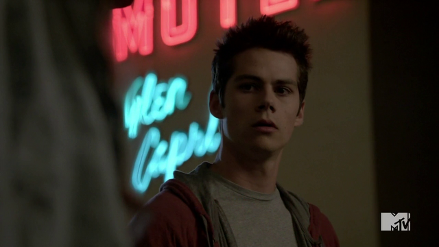 File:Teen Wolf Season 3 Episode 6 Motel California Dylan O'Brien Stiles confronts Lydia.png