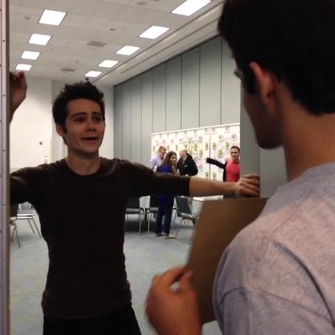 File:Teen Wolf Behind the Scenes Season 3 WonderCon Dylan OBrien grin.png