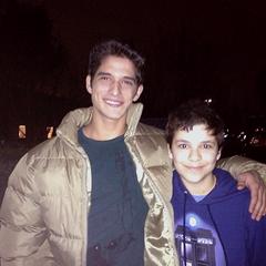 Tyler Posey avec un fan