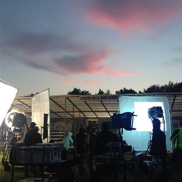 Datei:Teen Wolf Season 4 Behind the Scenes New Lacrosse Field Woodley Parkmar 24.png