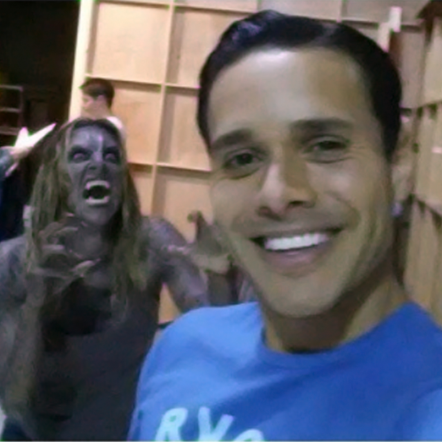 Datei:Teen Wolf Season 4 Behind the Scenes Jill Wagner Daniel Flores Stalked by a Couger June 23.png