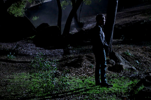 File:Teen Wolf Season 3 Behind the Scenes JR Bourne reflecting - Canyon 011713.png
