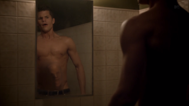 File:Teen Wolf Season 3 Episode 6 Motel California Charlie Carver Ethan face in belly.png
