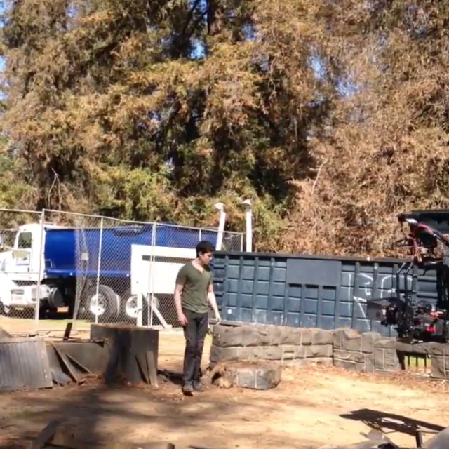 Datei:Teen Wolf Season 4 Behind the Scenes Ian Nelson Construction Site 2 Griffith Park Mar 10.png